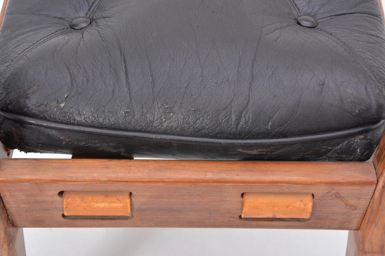 Black Vintage Leather Ottoman or Foot Stool, Attributed to Sergio Rodrigues For Sale 1