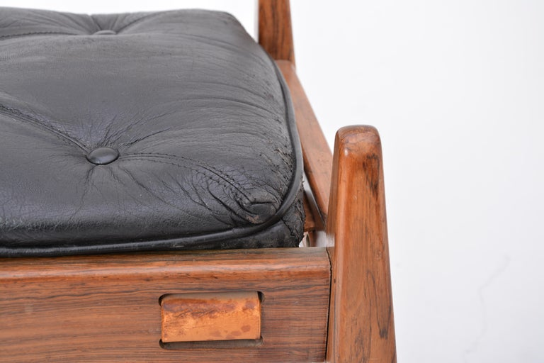 Black Vintage Leather Ottoman or Foot Stool, Attributed to Sergio Rodrigues For Sale 2