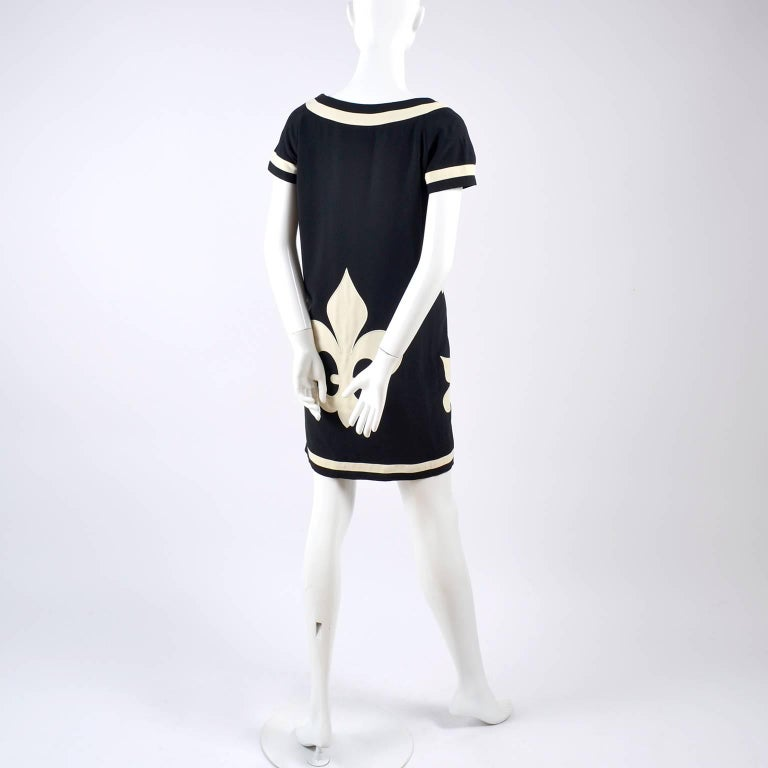 1989 Vintage Moschino Couture Cruise Me Baby Dress in Bold Fleur de Lis Print For Sale 5