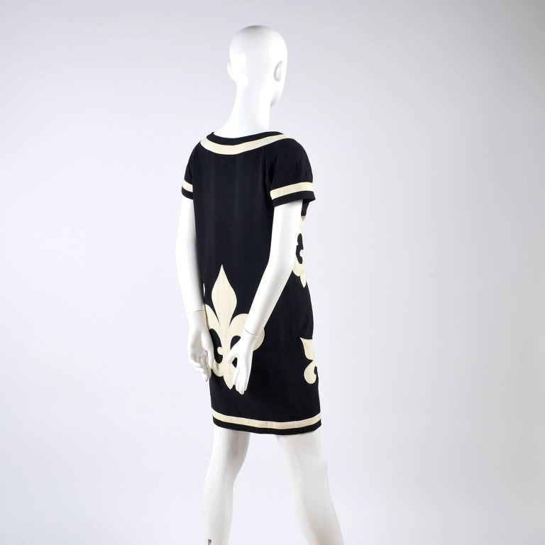 1989 Vintage Moschino Couture Cruise Me Baby Dress in Bold Fleur de Lis Print For Sale 6