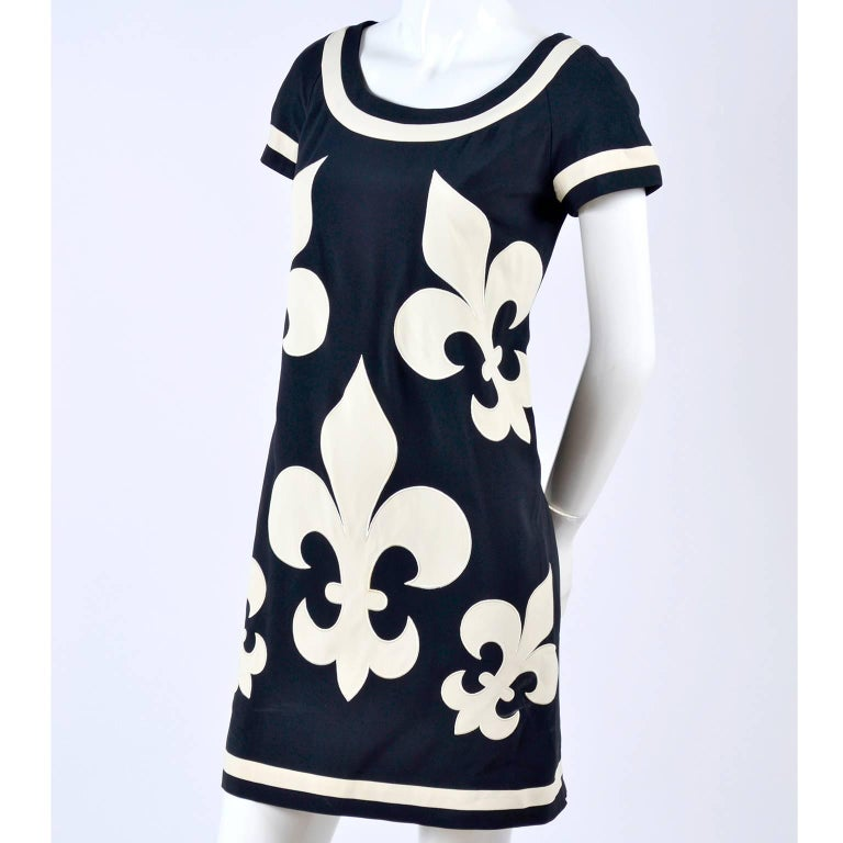 1989 Vintage Moschino Couture Cruise Me Baby Dress in Bold Fleur de Lis Print For Sale 8
