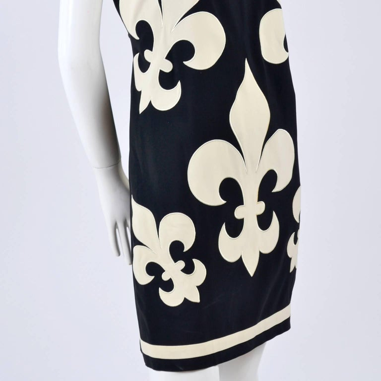 1989 Vintage Moschino Couture Cruise Me Baby Dress in Bold Fleur de Lis Print In Excellent Condition For Sale In Portland, OR