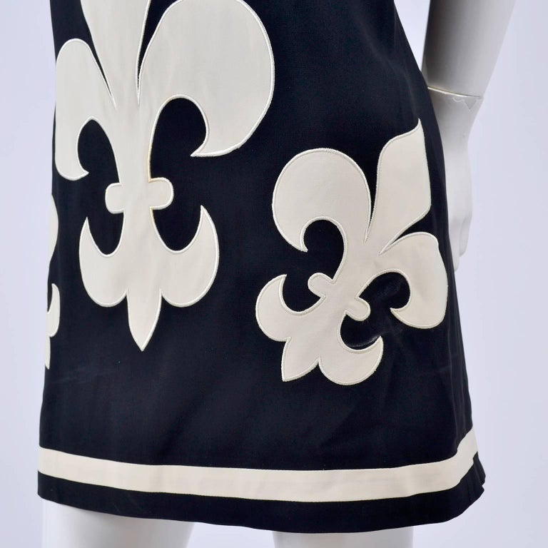 Women's 1989 Vintage Moschino Couture Cruise Me Baby Dress in Bold Fleur de Lis Print For Sale