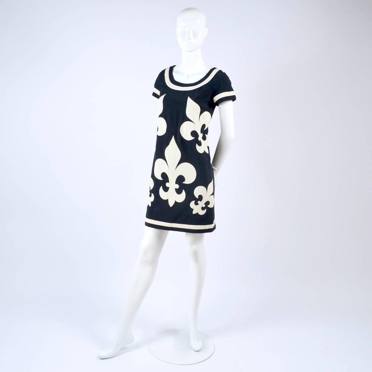 1989 Vintage Moschino Couture Cruise Me Baby Dress in Bold Fleur de Lis Print For Sale 1