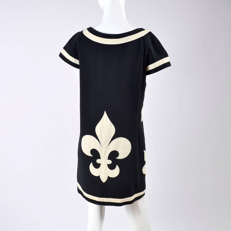 1989 Vintage Moschino Couture Cruise Me Baby Dress in Bold Fleur de Lis Print For Sale 3
