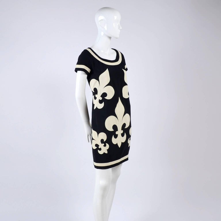 1989 Vintage Moschino Couture Cruise Me Baby Dress in Bold Fleur de Lis Print For Sale 4