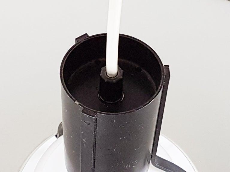 Late 20th Century Black & White Metal Mod. 2133 Pendant Lamp, G. Sarfatti for Arteluce Flos, 1970s For Sale
