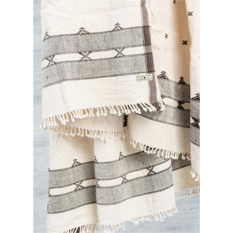 Modern  AMRO Handloom Throw / Blanket In Organic Cotton For Sale