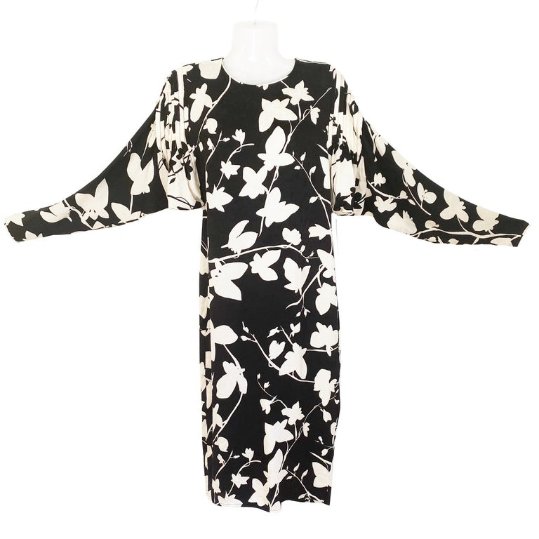 Chic two-tone vine print for this stunning FLORA KUNG printed silk jacquard shift with dramatic 'butterfly sleeves