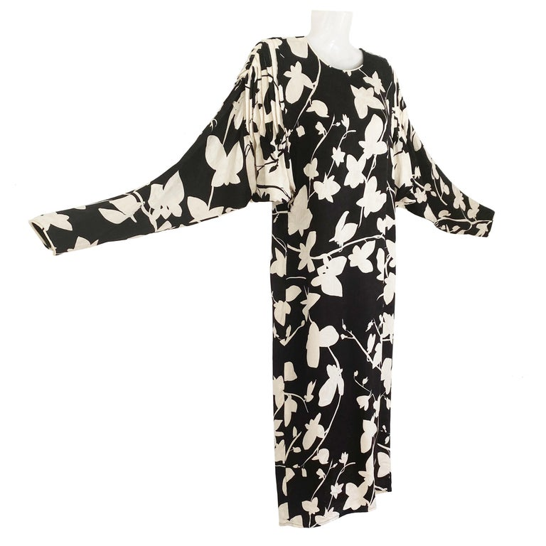 Black White Silk jacquard Butterfly Shift from FLORA KUNG Vintage Sz 6 In Excellent Condition For Sale In Boston, MA