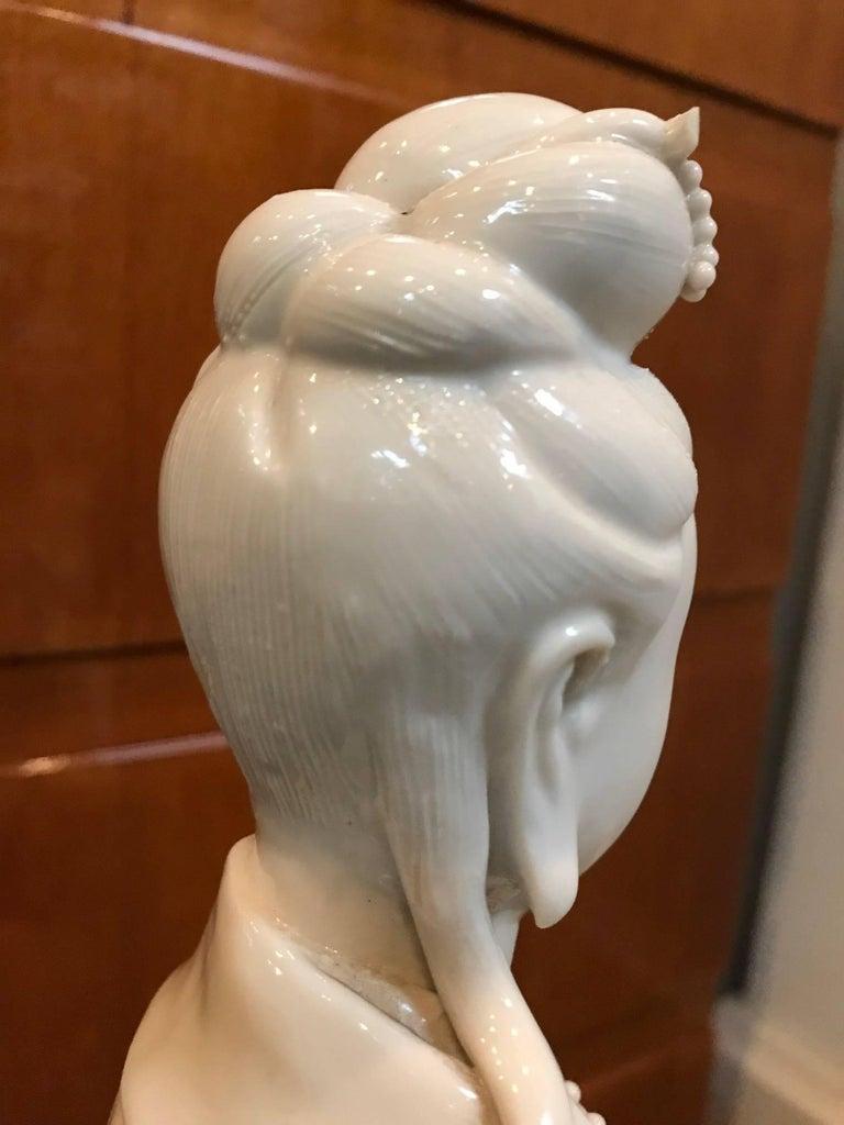 Blanc de Chine Quan Yin with Vase For Sale 2