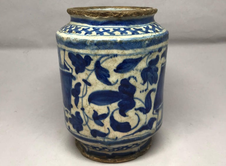Blue and White Albarello Vase In Excellent Condition For Sale In New York, NY