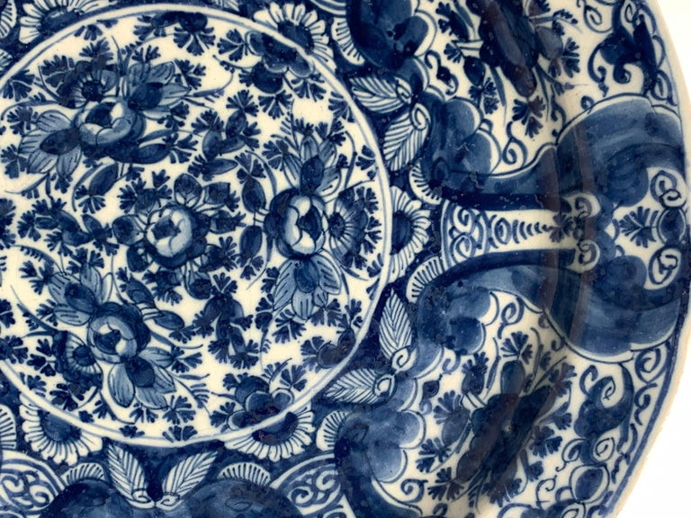 Blue and White Delft Charger Hand-Painted, Netherlands, 18th Century, Circa 1760 In Excellent Condition For Sale In Katonah, NY