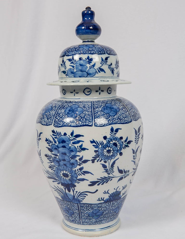 Blue and White Delft Ginger Jars Made in Netherlands, circa 1860 In Excellent Condition For Sale In New York, NY
