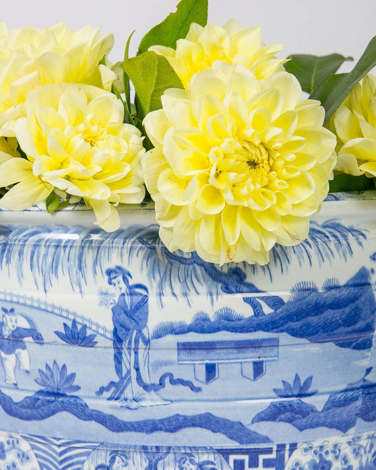 We are pleased to offer this beautiful blue and white footbath made by Spode and decorated in their