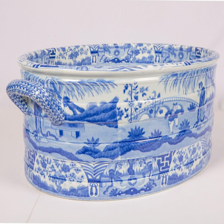 Blue and White Footbath Made by Spode In Excellent Condition For Sale In New York, NY