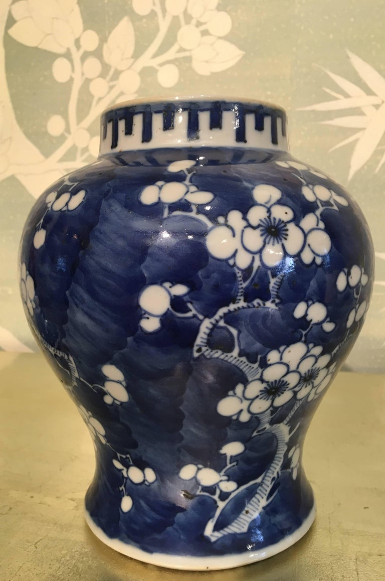 Blue and White Lidded Jar In Good Condition For Sale In New York, NY