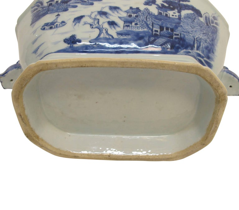 Blue and White Nanking Ware Tureen, Chinese Export 19th Century For Sale 5