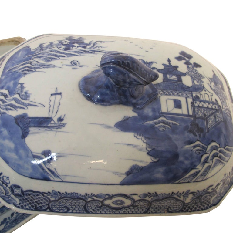 Hand-Painted Blue and White Nanking Ware Tureen, Chinese Export 19th Century For Sale