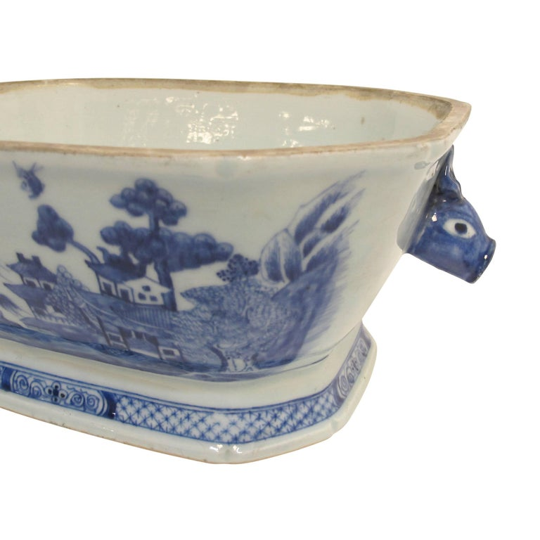 Porcelain Blue and White Nanking Ware Tureen, Chinese Export 19th Century For Sale