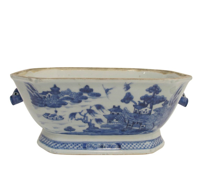 Blue and White Nanking Ware Tureen, Chinese Export 19th Century For Sale 4