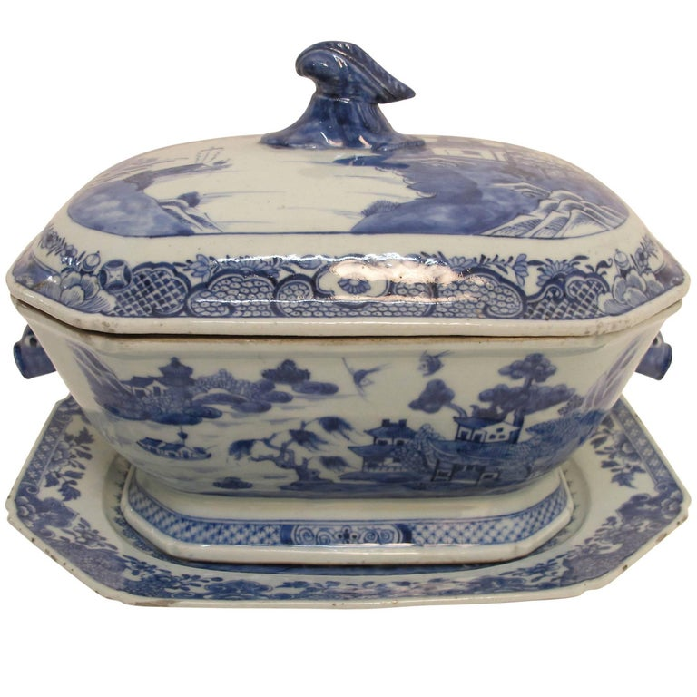 Blue and White Nanking Ware Tureen, Chinese Export 19th Century For Sale