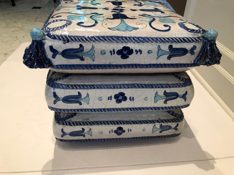 Blue and White Stacked Pillow Motife Garden Seat End Table In Good Condition For Sale In Hopewell, NJ