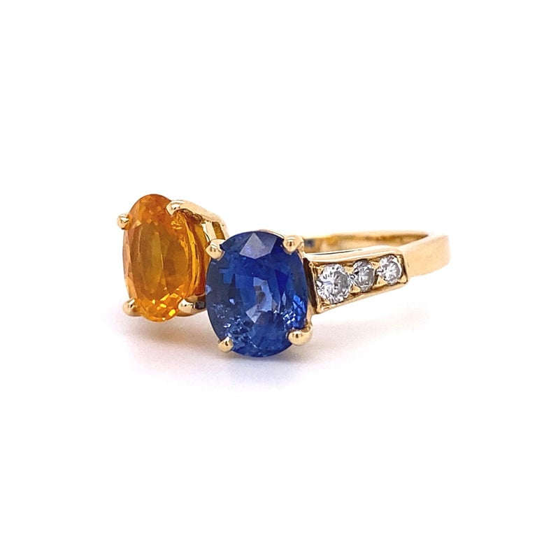 Blue and Yellow Sapphire Diamond Toi et Moi Gold Bypass Ring Estate Fine Jewelry In Excellent Condition For Sale In Montreal, QC