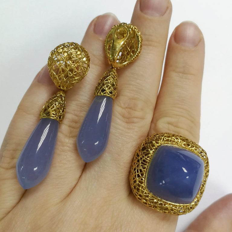 Contemporary Blue Chalcedony 18 Karat Yellow Gold Rolling Stones Suite For Sale