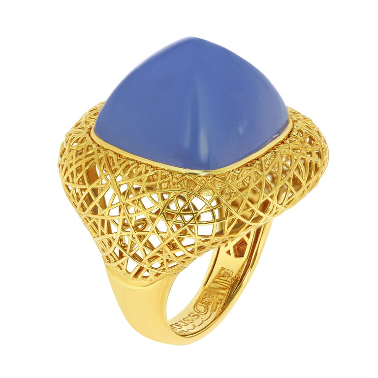 Blue Chalcedony 18 Karat Yellow Gold Rolling Stones Suite In Excellent Condition For Sale In Bangkok, TH