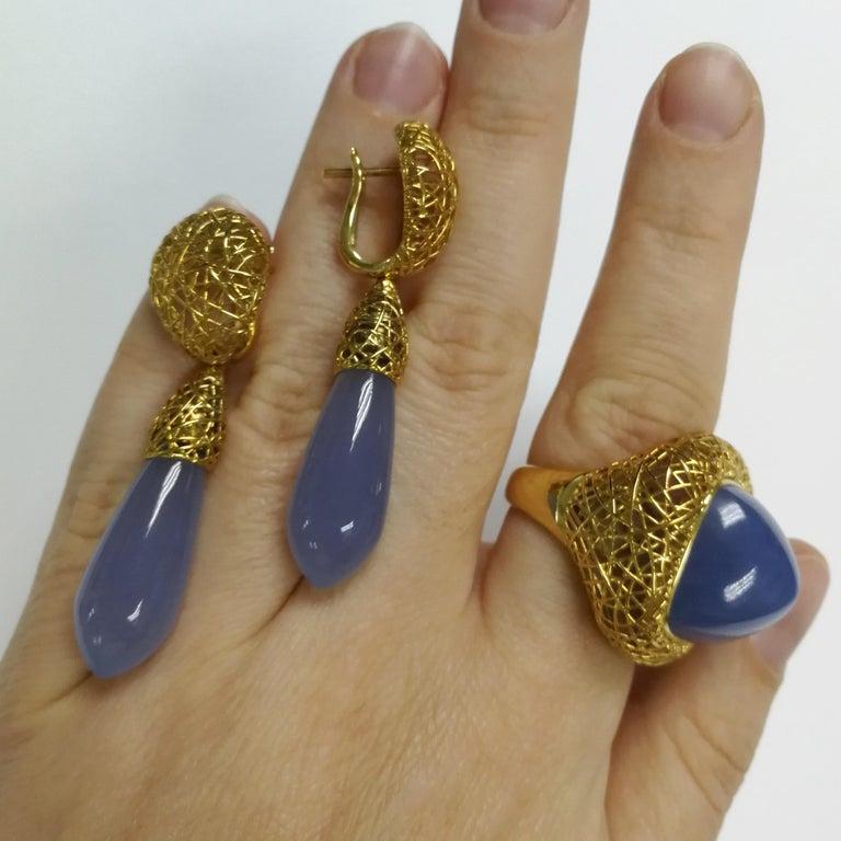 Women's Blue Chalcedony 18 Karat Yellow Gold Rolling Stones Suite For Sale