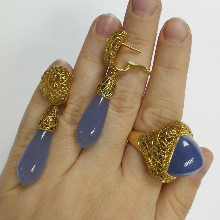 Blue Chalcedony 18 Karat Yellow Gold Rolling Stones Suite For Sale 1