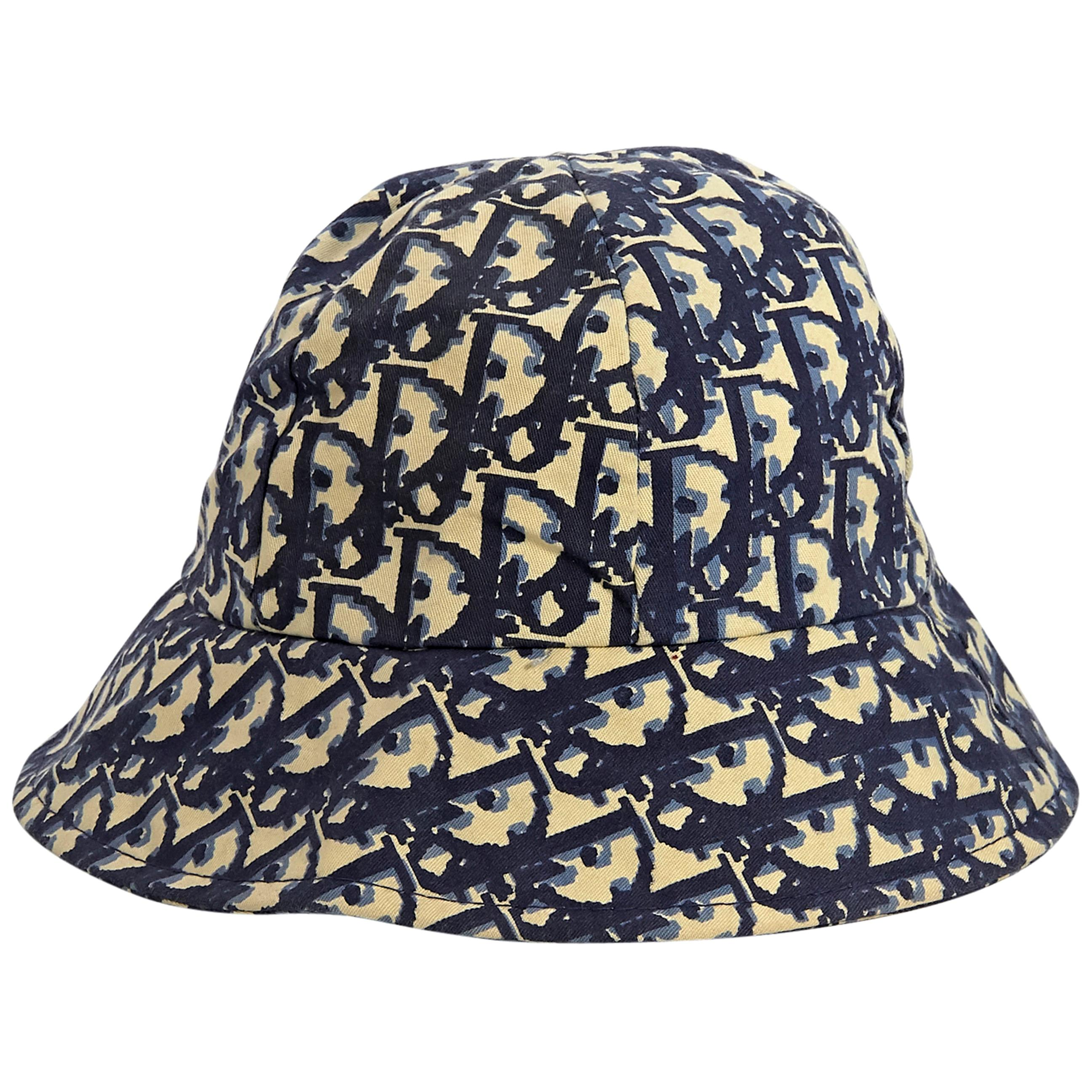 017498bc Vintage and Designer Hats - 1,175 For Sale at 1stdibs