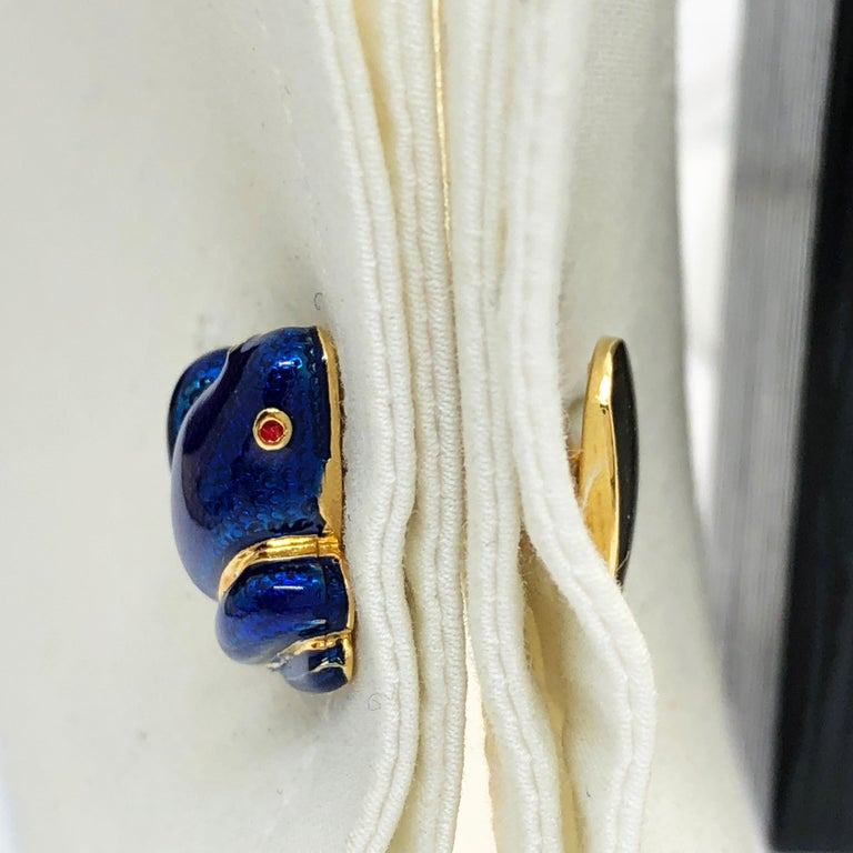 Navy Blue Hand Enameled Frog Shaped Sterling Silver Gold-Plated Cufflinks In New Condition For Sale In Valenza, IT