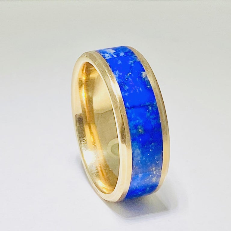 Round Cut Blue Lapis Ring in 14 Karat Yellow Gold Men's Band Inlay For Sale