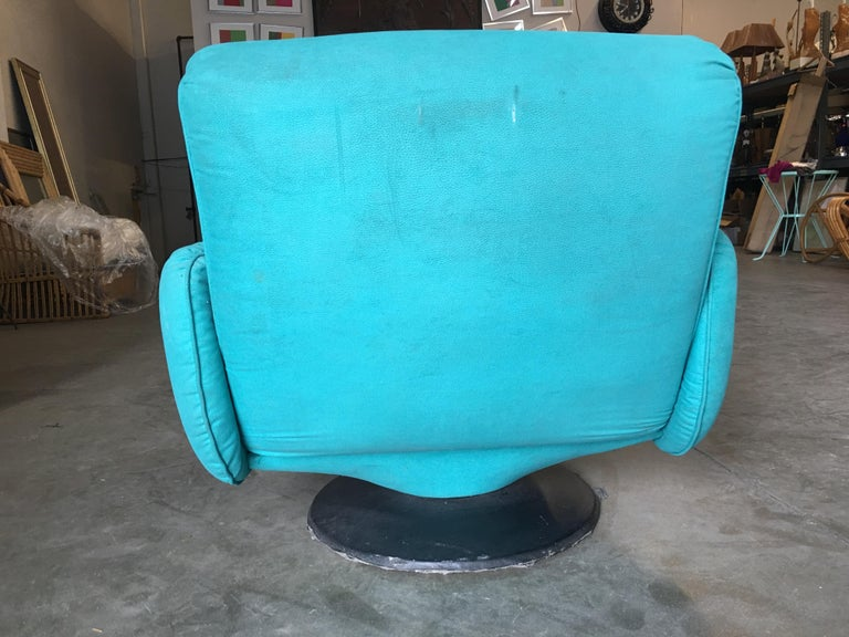 Blue Modernist Swivel Lounge Chair by Arconas, 2 Available For Sale 2