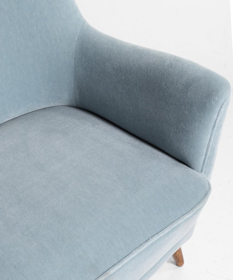 Blue Mohair Armchairs, Italy, circa 1960 For Sale 2