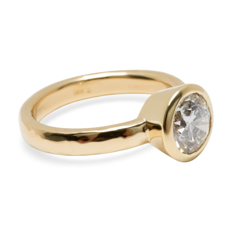 Blue Nile Bezel Set Solitaire Diamond Ring in 18 Karat Gold 1.84 Carat H/SI1 In Excellent Condition For Sale In New York, NY