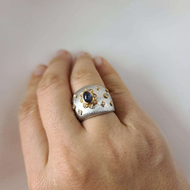 Blue Sapphire 18k White Rose Gold Diamonds Cocktail Ring in Florentine Finish In New Condition For Sale In Hong Kong, HK