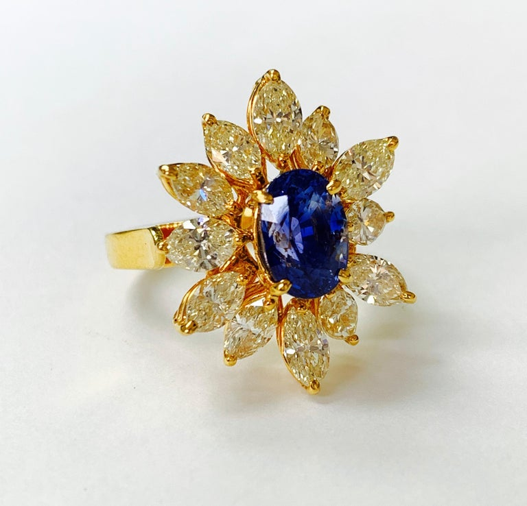 Blue Sapphire and Yellow Diamond Ring in 18 Karat Yellow Gold In New Condition For Sale In New York, NY