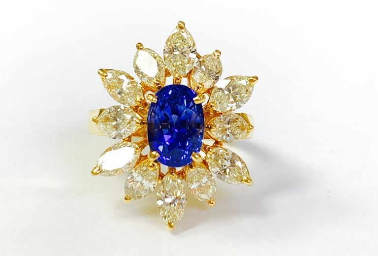 Blue Sapphire and Yellow Diamond Ring in 18 Karat Yellow Gold For Sale 3