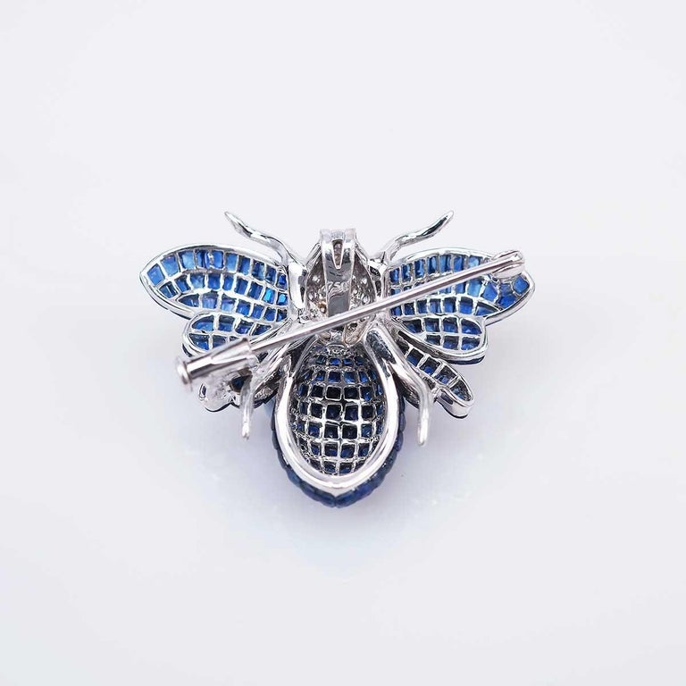 Round Cut Blue Sapphire Bee Brooch For Sale