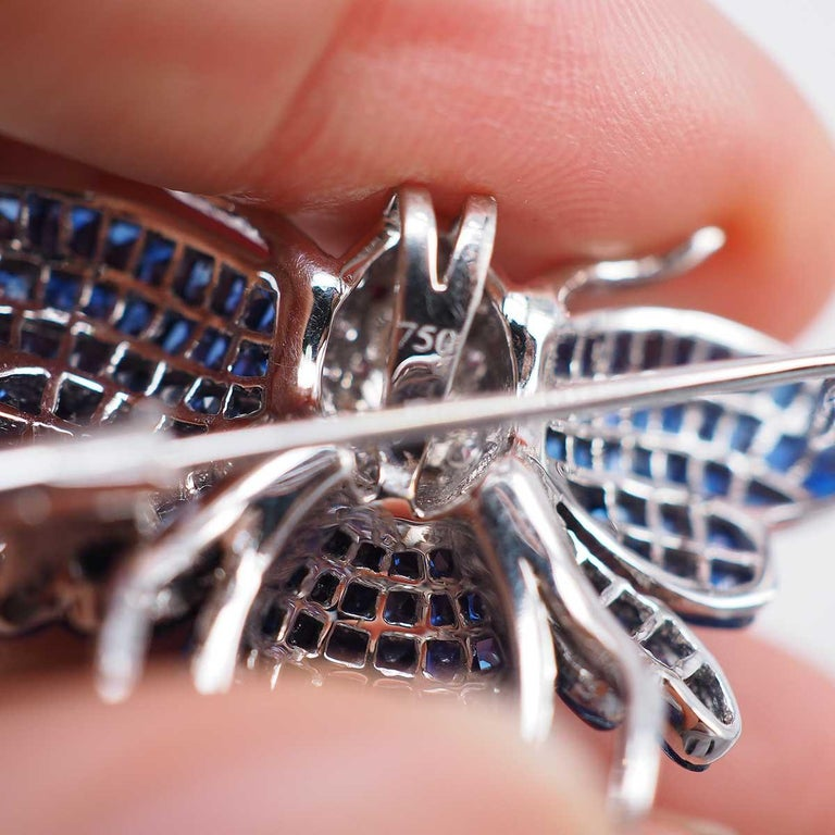 Blue Sapphire Bee Brooch In New Condition For Sale In Bangkok, TH