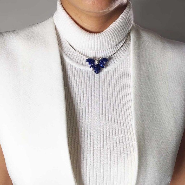 Women's Blue Sapphire Bee Brooch For Sale