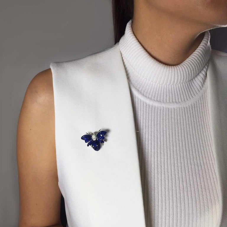 Blue Sapphire Bee Brooch For Sale 1