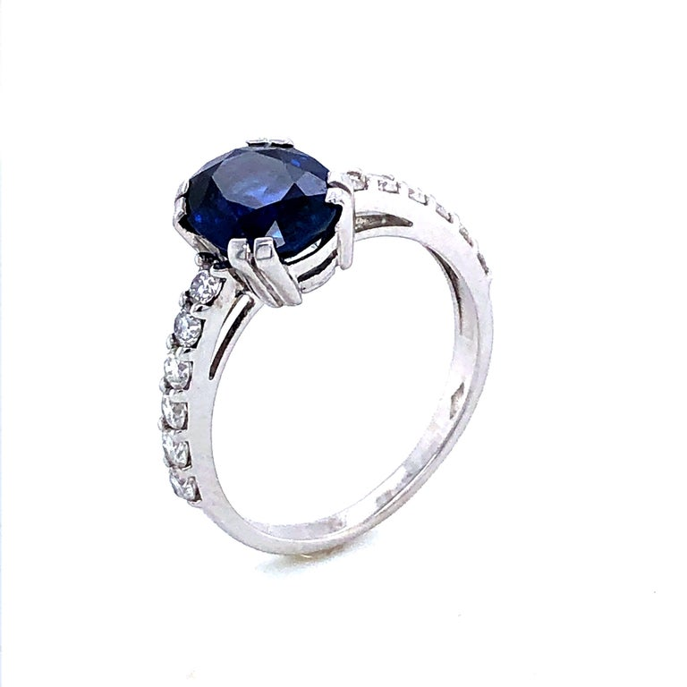 Contemporary Blue Sapphire Ceylan and Diamonds on White Gold 18 Karat For Sale