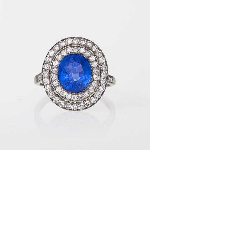 Blue Sapphire Diamond and Platinum Cluster Ring In Excellent Condition For Sale In New York, NY
