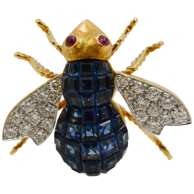 Blue Sapphire, Diamond and Ruby 18 Karat Yellow Gold Bee Pin For Sale