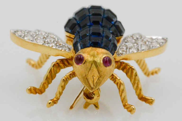 Retro Blue Sapphire, Diamond and Ruby 18 Karat Yellow Gold Bee Pin For Sale