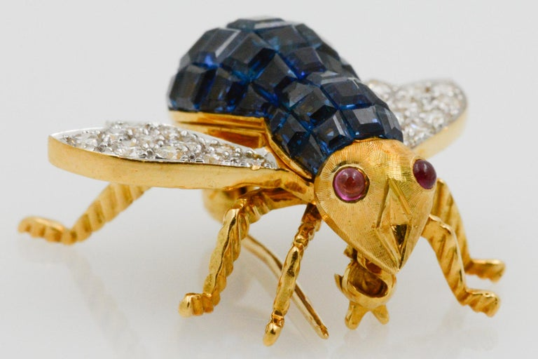 Women's Blue Sapphire, Diamond and Ruby 18 Karat Yellow Gold Bee Pin For Sale
